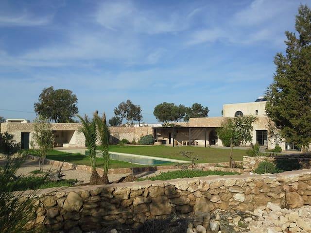Maison de charme au calme,piscine 18m,proche golf