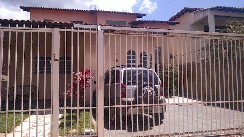 Casa próxima a ESAF, Bairro Jardim Botânico, DF - Brasília - Rumah