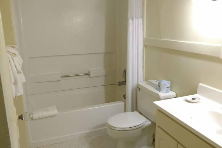 Oxford Hall Private Bathroom #8