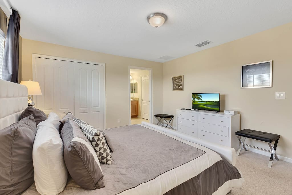 Bedroom 1: Upper Level Master Suite