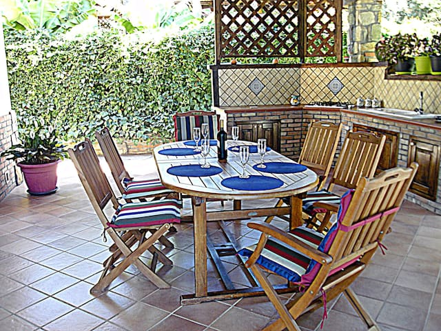 Dining Area: outdoor kitchen, BBQ.  Sala Da Pranzo: cucina esterna,BBQ.