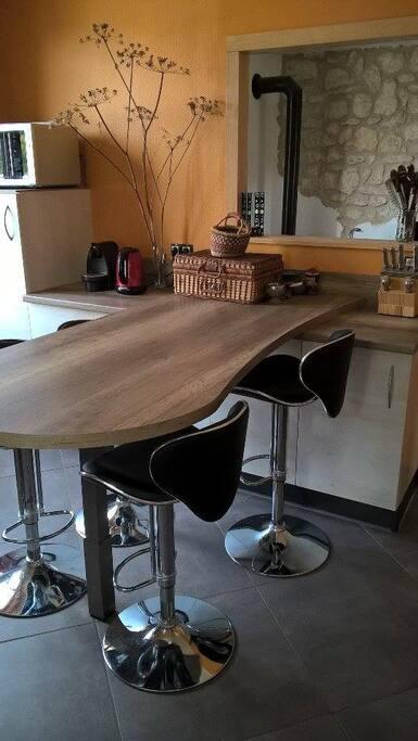 table haute pour 4 personnes (cuisine)