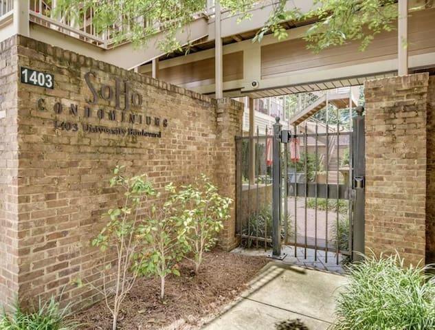 Tuscaloosa/Univ of Alabama Condo - True Luxury