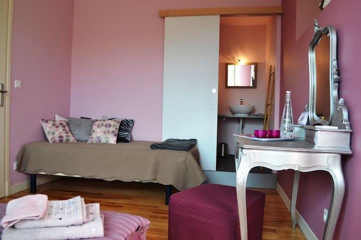 VILLA SAINTVINCENT Chambre Magnolia - Agen - Bed & Breakfast