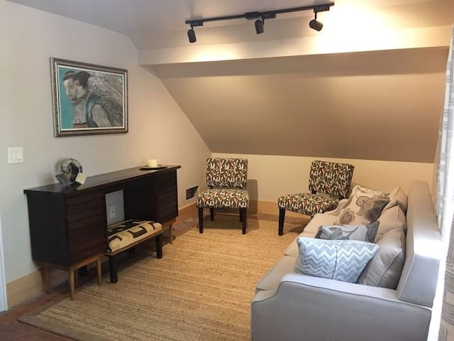 Renovated one bedroom apartment near UWSP - Stevens Point - Daire