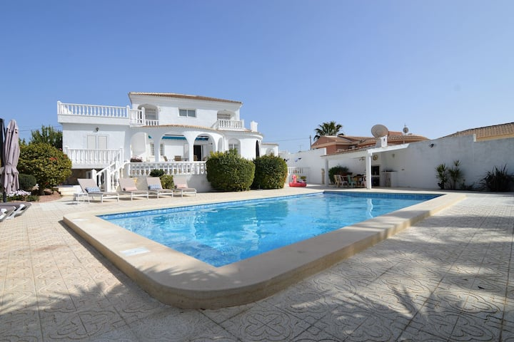 Charming Villa in Torrevieja with Private Swimming Pool