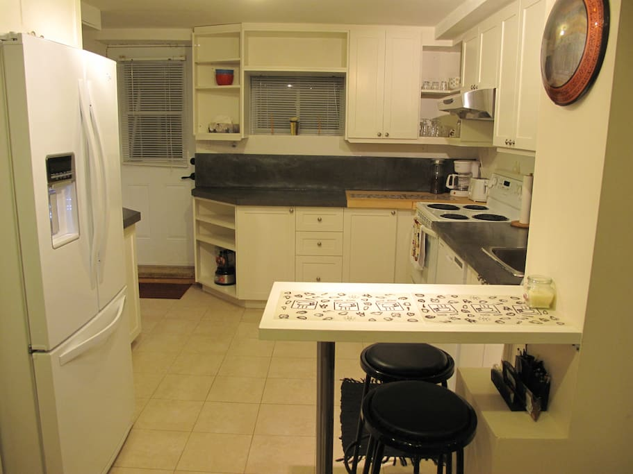 HUGE FULLY EQUIPPED KITCHEN WITH BREAKFAST BAR