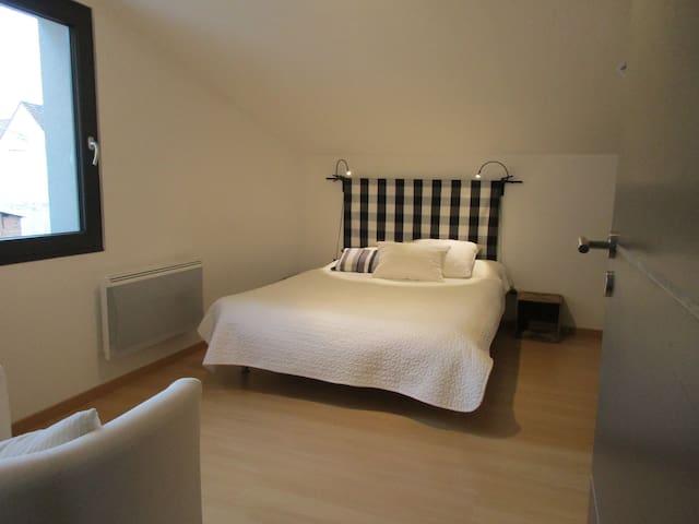 Chambre dans maison contemporaine - Mittelhausen