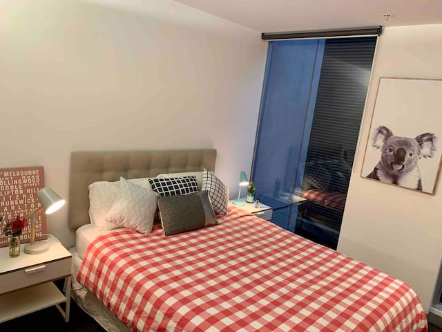 Quiet apartment - get a restful nights sleep before exploring the many wonderful sights of Melbourne