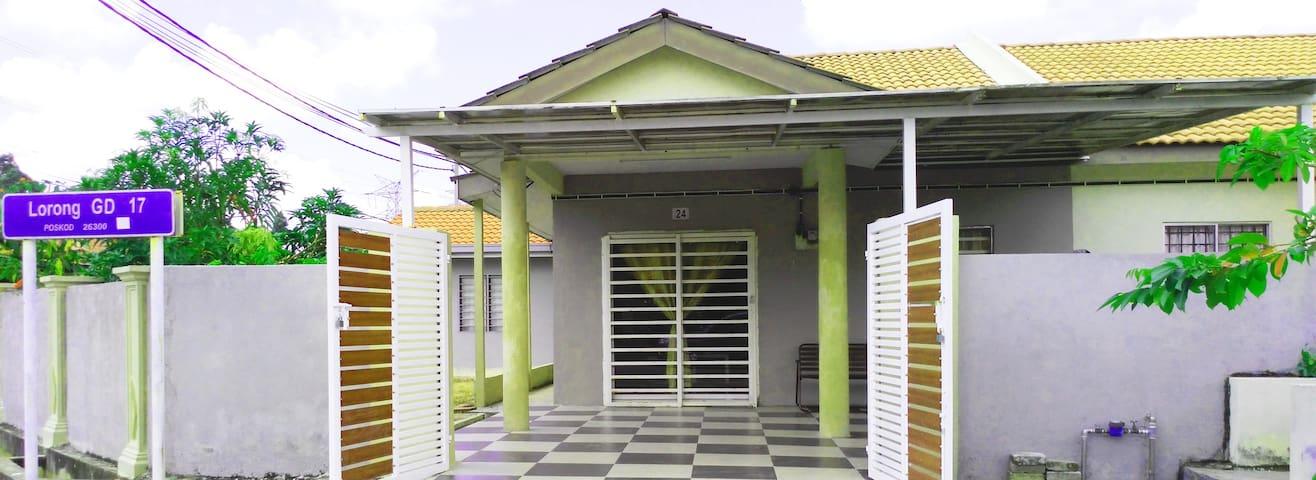 ARFA HOMESTAY GAMBANG - Gambang - Gästhus
