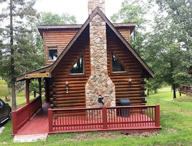Brand new interior! All wood Log Cabin  3 decks great view and location Hot Tub - Ridgedale