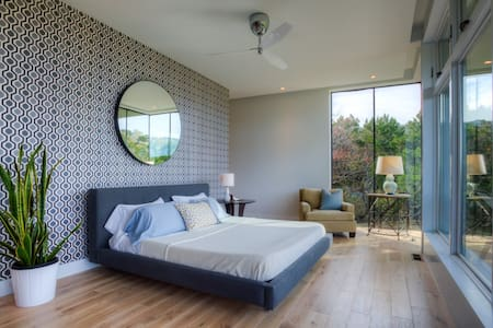 Hill Country Getaway - Master Suite