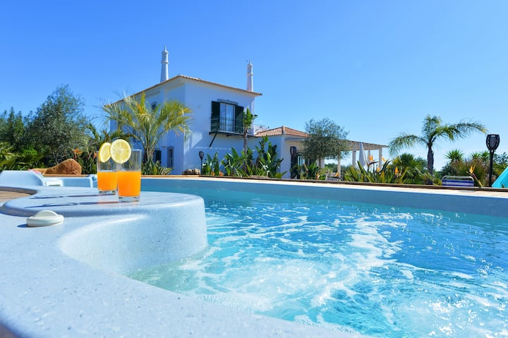 VILLA CARACOL Heated Swim Spa & Mini-Golf