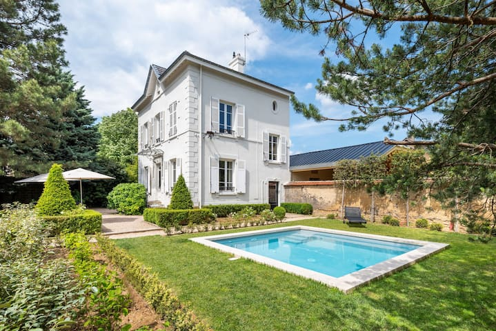 La Bourgeoise - Chic and classic house