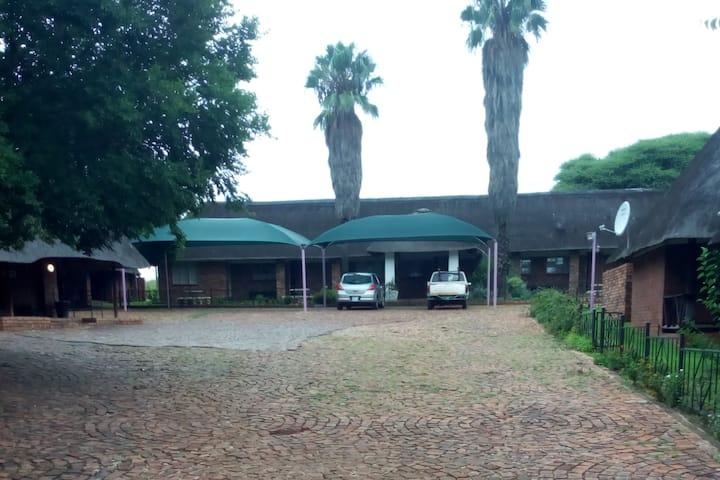 Sha Henne's Guest House, Zeerust