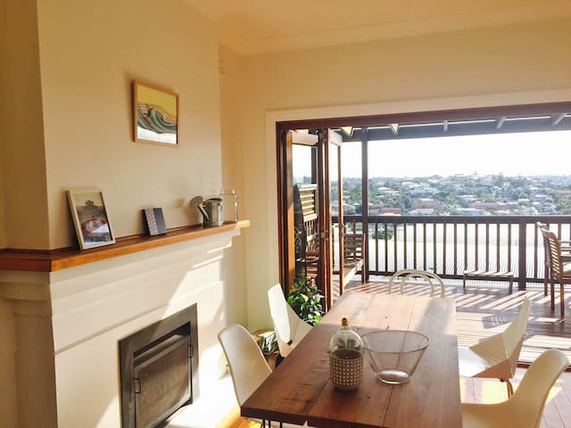 Gorgeous room in beachside home with amazing views - Queenscliff - Appartement