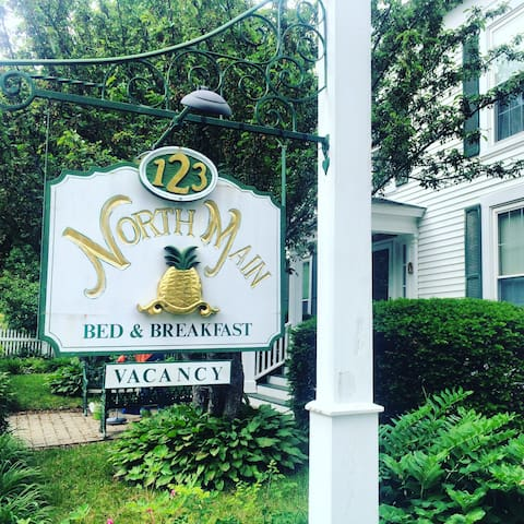 123 North Main Bed & Breakfast (Room 3)