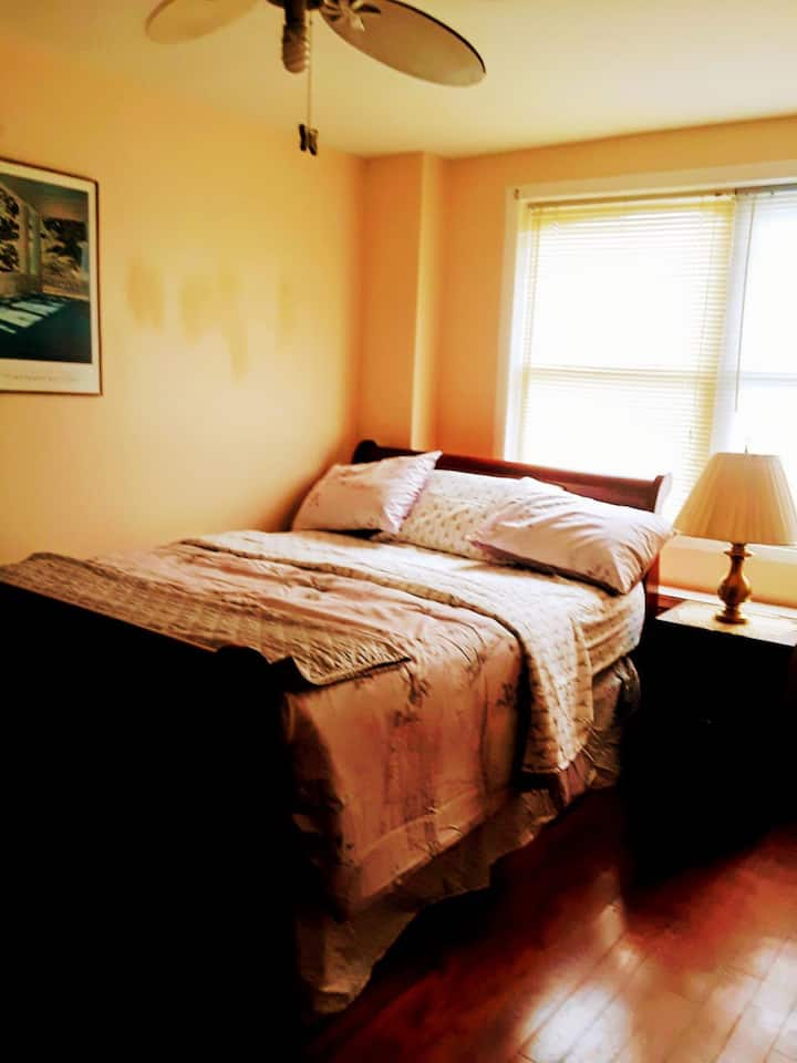 Cozy private bedrooms near JH