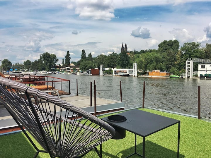 Houseboat v Praze