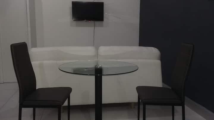 Suites amuebladas con cocineta, wifi, tv, aire