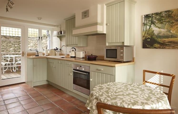 Perfectly located, pretty cottage for two-Tetbury