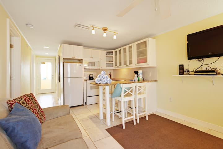 Adorable beachfront rental in great location - Gulf access right outside!