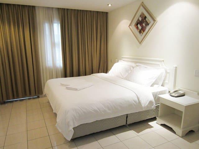 Studio Room (King bed)