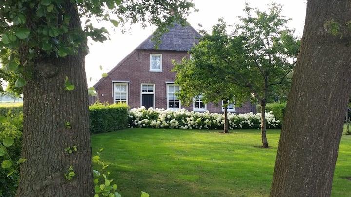 Landelijk gelegen t'Veurhuus in Staphorst