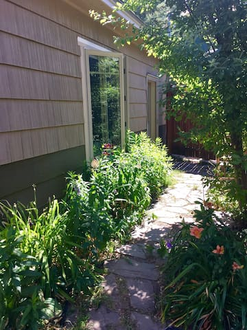 Rattlesnake Alley Guesthouse