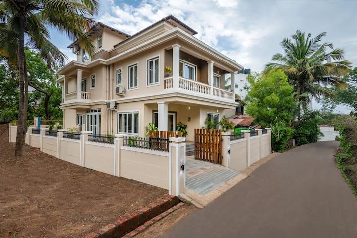 Serenity: 6BHK  Luxury Villa Pool/Parking (Baga)