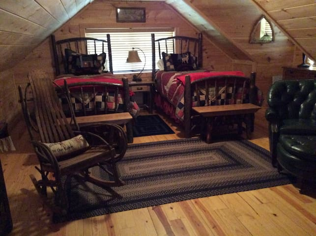 Awesome cabin with rave reviews! Book now!