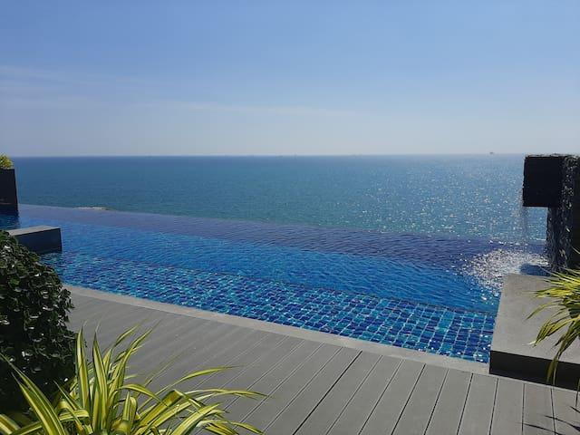 Beachfront, ocean view condo near Rayong town