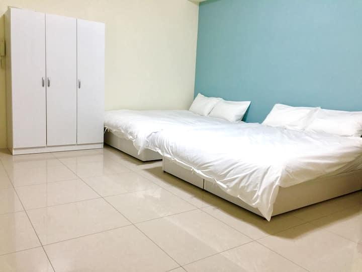 08超質四人房兩張雙人床, 瘋玩頭份尚順育樂世界, 南庄、竹南、三灣, 最方便、乾淨舒適的環境住所。