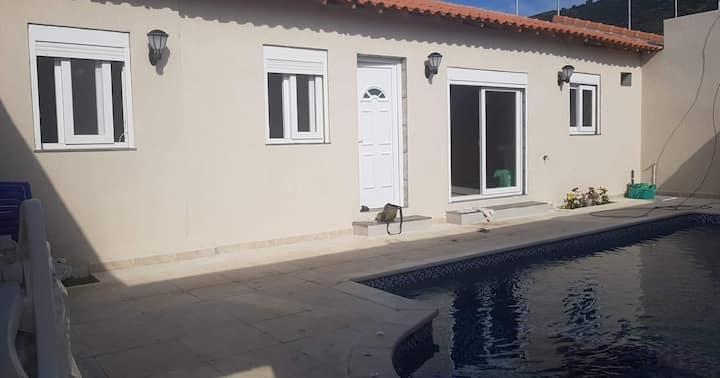 Cap djinet F2 avec piscine privé et spa intégré
