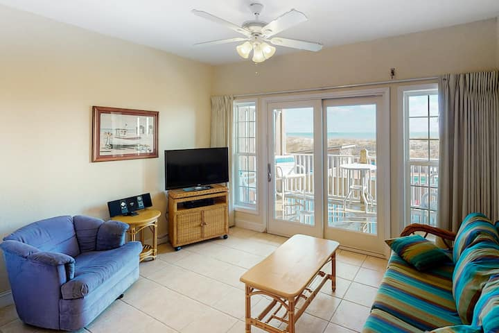 Oceanfront, Dog-Friendly Condo w/ Shared W/D, Free WiFi, Ocean View, Central AC