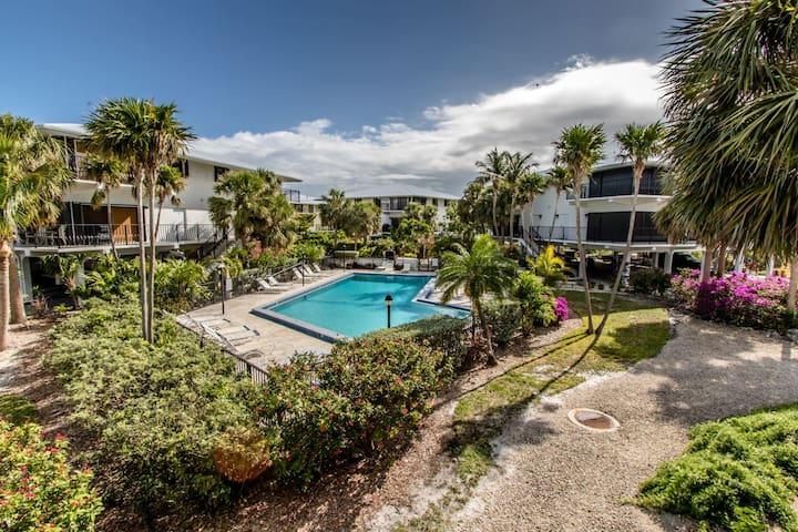 Sun Kissed Keys 2 bed 2.5 bath Condo with shared pool & first come dockage