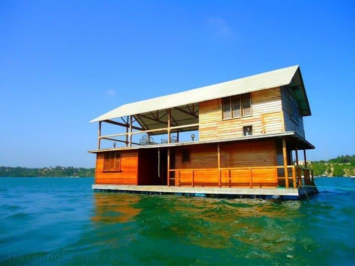 Floating House @ Boatyard