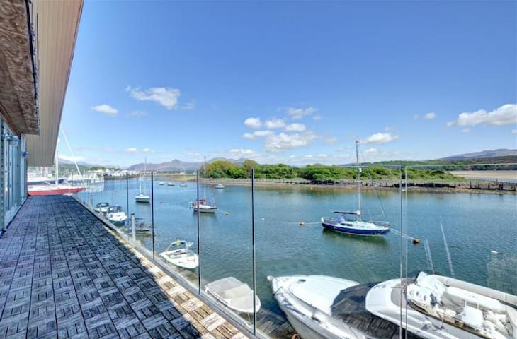 The Boathouse - Waterfront house in Porthmadog - Porthmadog