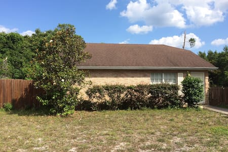 Private in the center of it all - DeBary