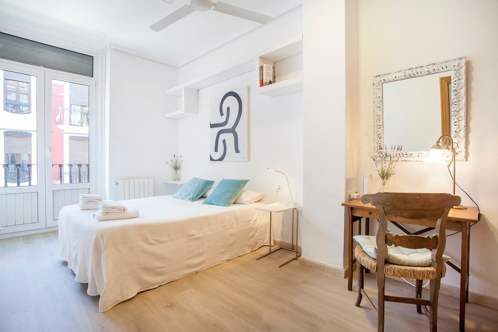 Bright Master bedroom with king-sized bed (150x190 cm) and ceiling fan