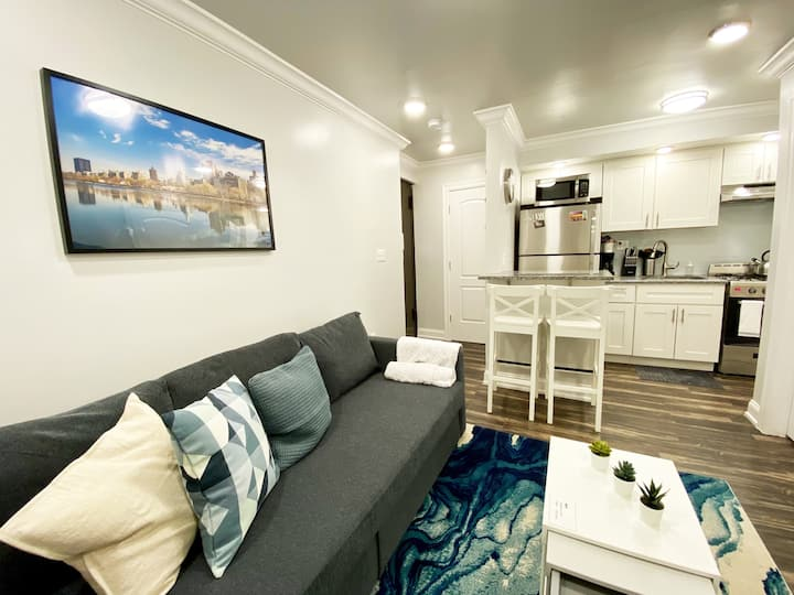 Stunning 1 BR 20 minutes to Times Square!