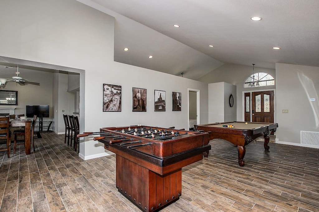 Huge Great Room with a Pool Table and Foosball / TV