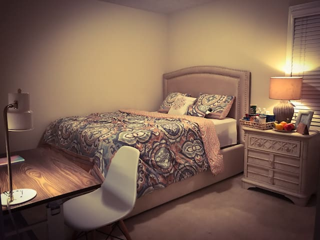 Cozy and friendly house with queen bed