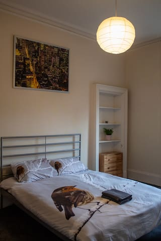 Enjoy ♥ of West End in Victorian flat on Byres RD