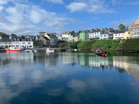 Roundstone Home with a Harbour and Mountain View