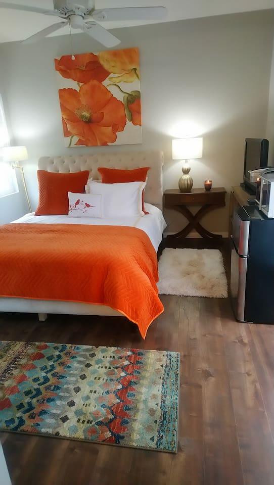 Casita with Queen bed, private bath, fridge, microwave, coffee maker