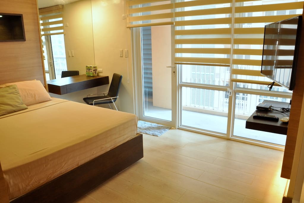 Queen Size bed, comfortable mattress, work area, balcony with rolled-up blinds for privacy Fiber Internet, HD Cable TV