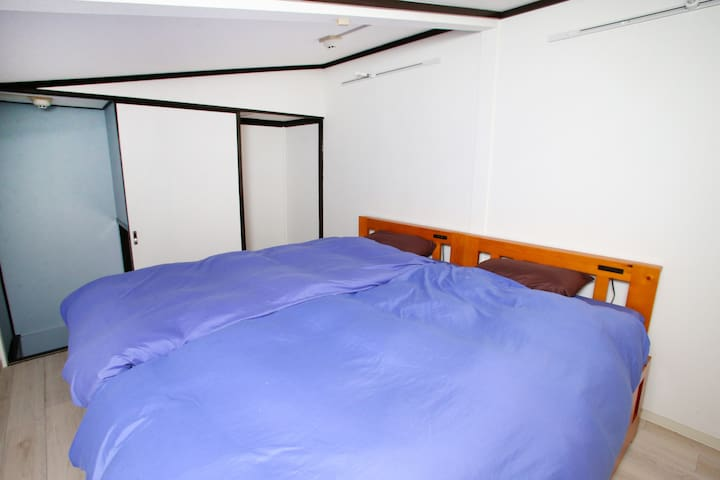 4min, Twin +extra beds for 4, best location!!