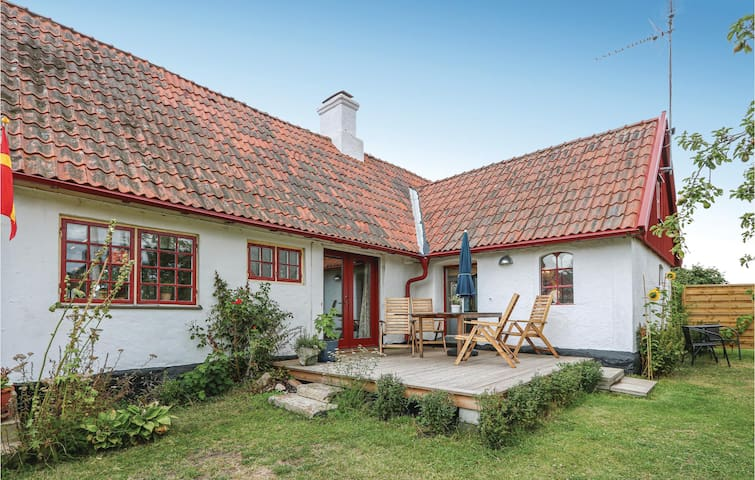 Holiday cottage with 2 bedrooms on 132m² in Hammenhög