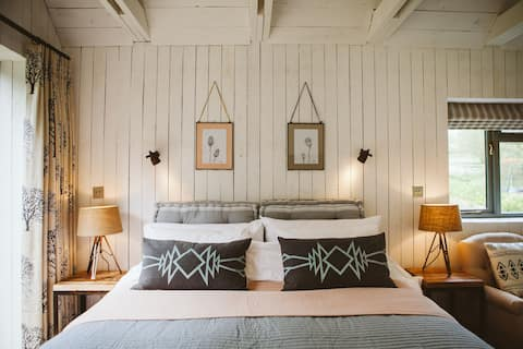 The Barn @ North Lodge -Soho Farmhouse-esque Cabin